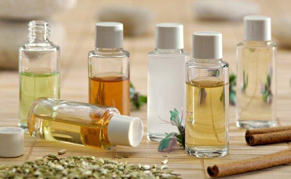 Vertus et avantages de l'utilisation des huiles pour faire disparaître les vergetures